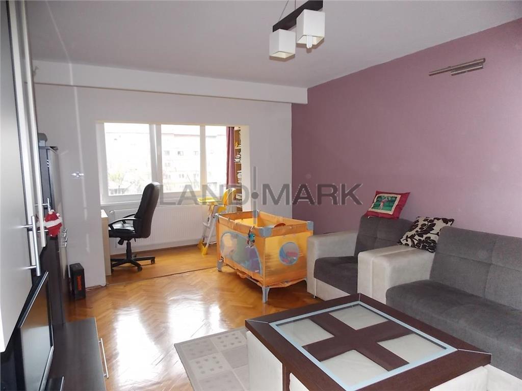 Apartament cu 4 camere de vanzare in zona Soarelui