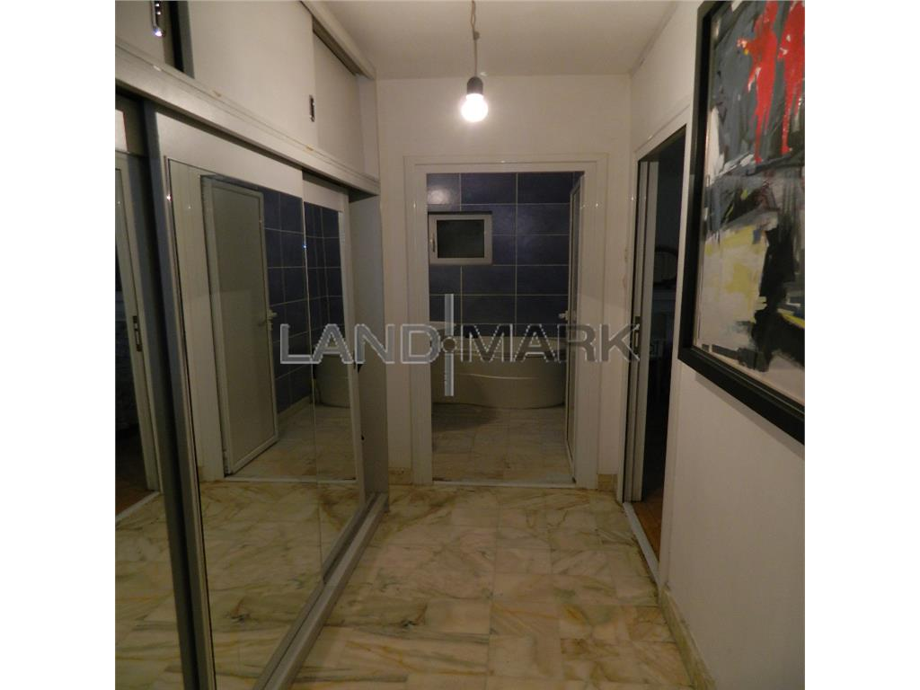 Apartament de vanzare cu 3 camere, in zona Odobescu