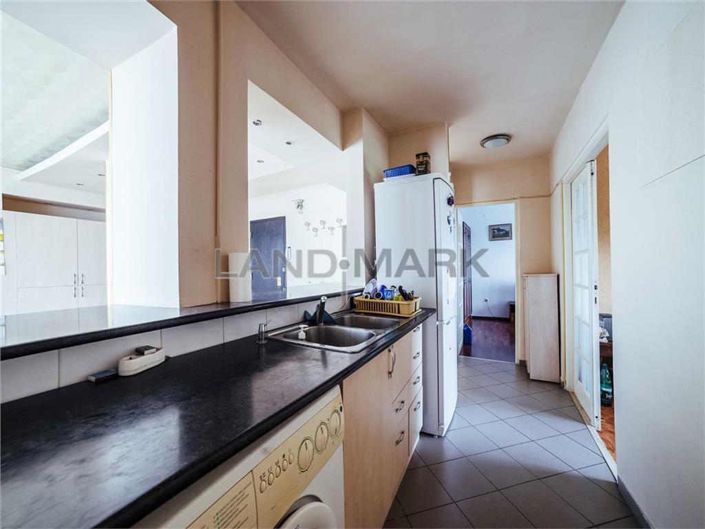 Apartament de vanzare cu 5 camere, situat in zona COMPLEX  Aries