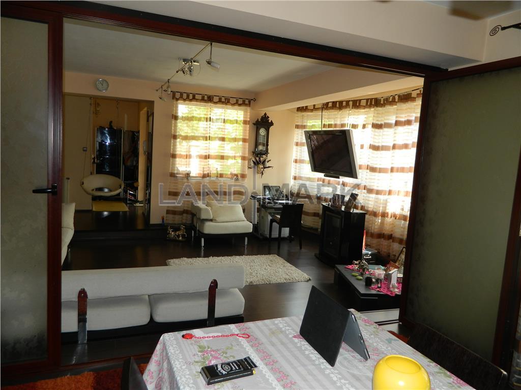 Apartament 3 camere in vila, strada privata, lux
