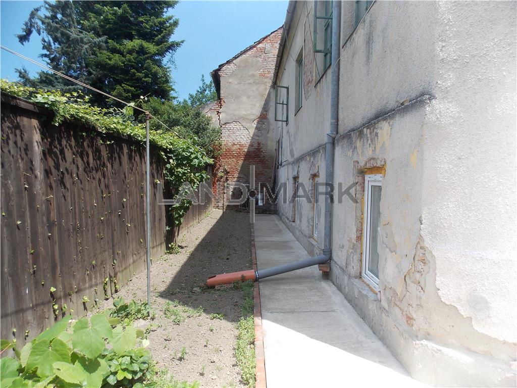 Casa pe doua nivele in zona Balcescu