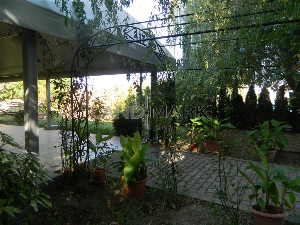 Cladire de inchiriat, 1000 mp utili, parcare privata, zona Girocului