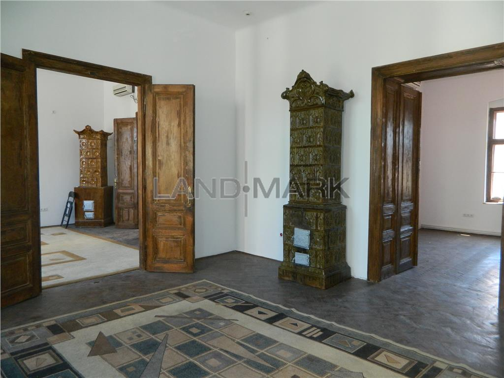 Apartament 4 camere, 162 mp utili,  Central  Zona Sinaia.