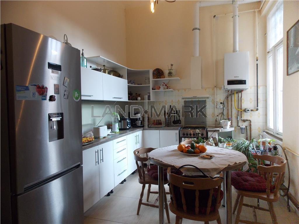 Apartament ultracentral, Pta Victoriei, imobil istoric