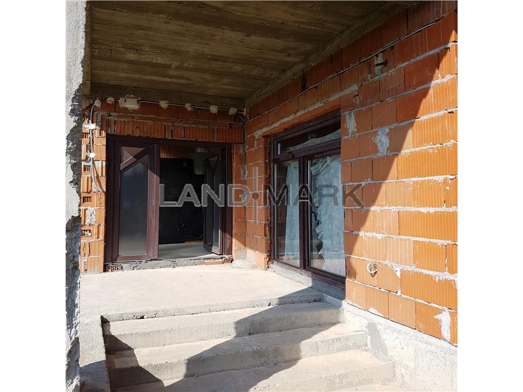 Casa in rosu de vanzare in zona Sacalaz sat