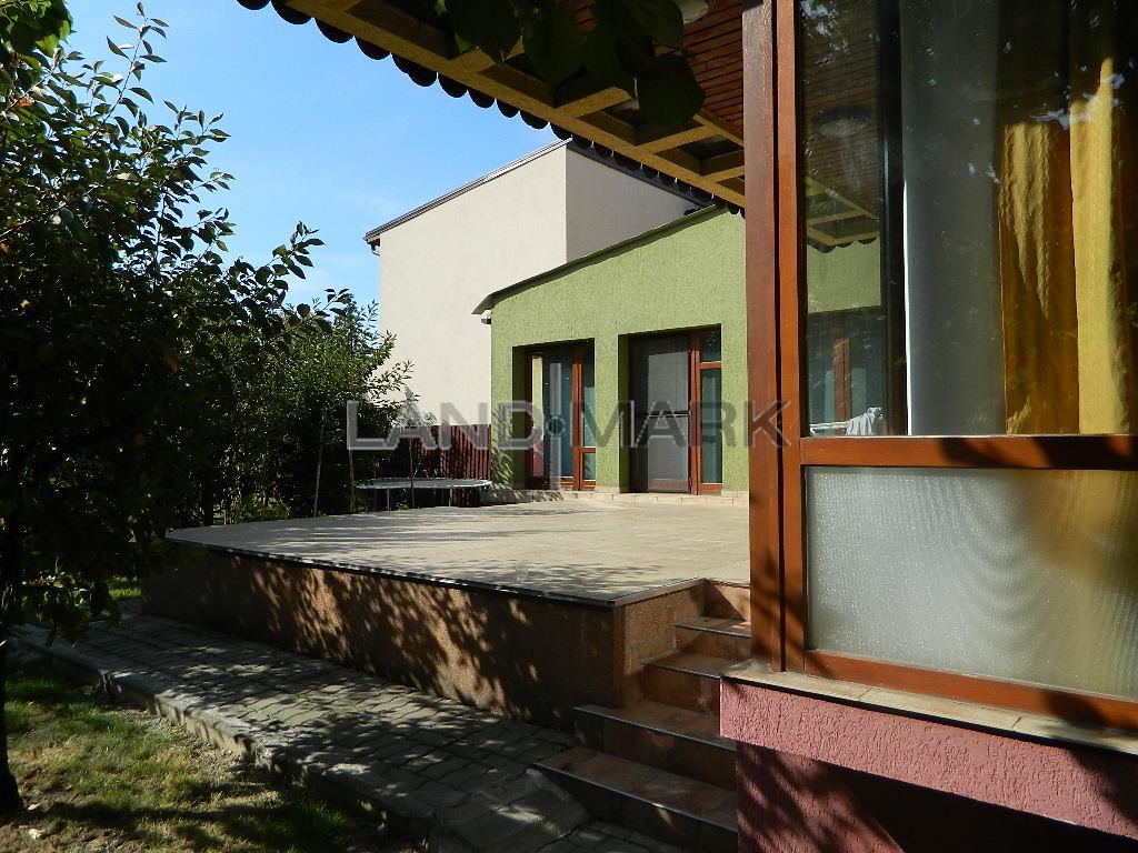 Vila de inchiriat in oras, zona Cetatii, strada linistita.