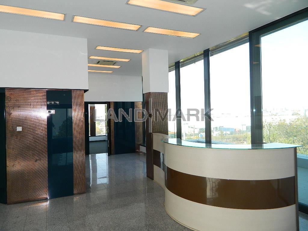 OFERTA ! Birouri LUX , 40 mp+terasa, Cladire noua , Aradului