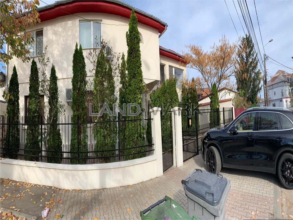Casa/Pensiune  de vanzare in zona Complex