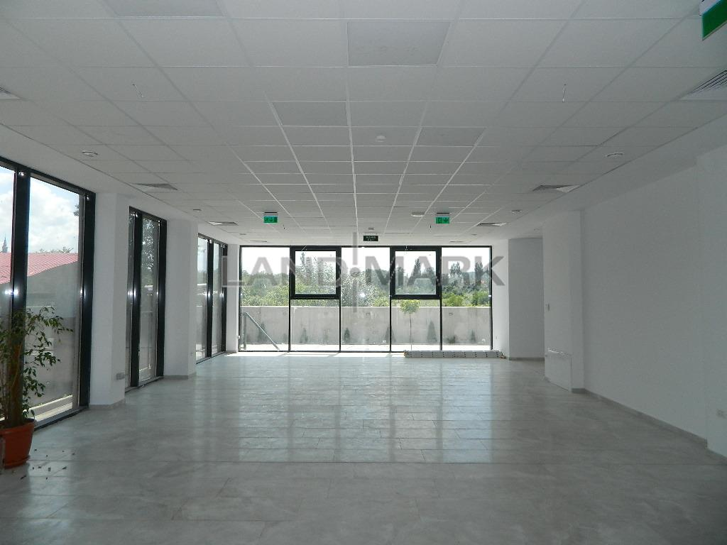 Spatiu comercial 400 mp pe 2 niveluri , Central