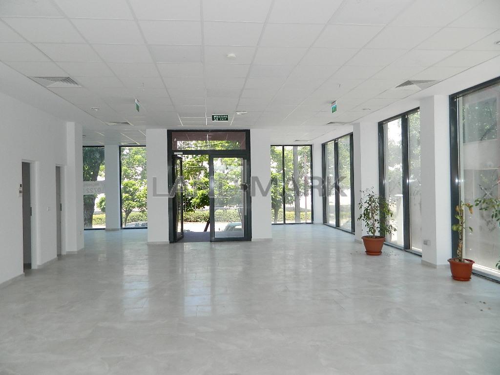 Cladire cu 8 apartamente si Spatiu Comercial, Central