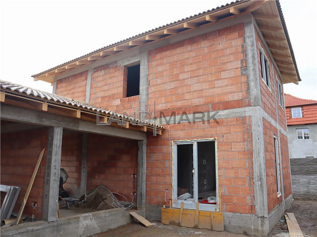 COMISION 0% 1/2 DUPLEX despartit prin garaj in Chisoda str Oltul
