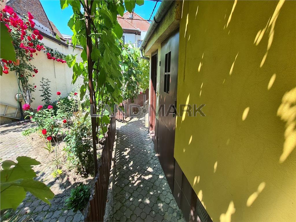 Casa individuala cu 4 camere, garaj, pivnita, curte, Zona Campului,