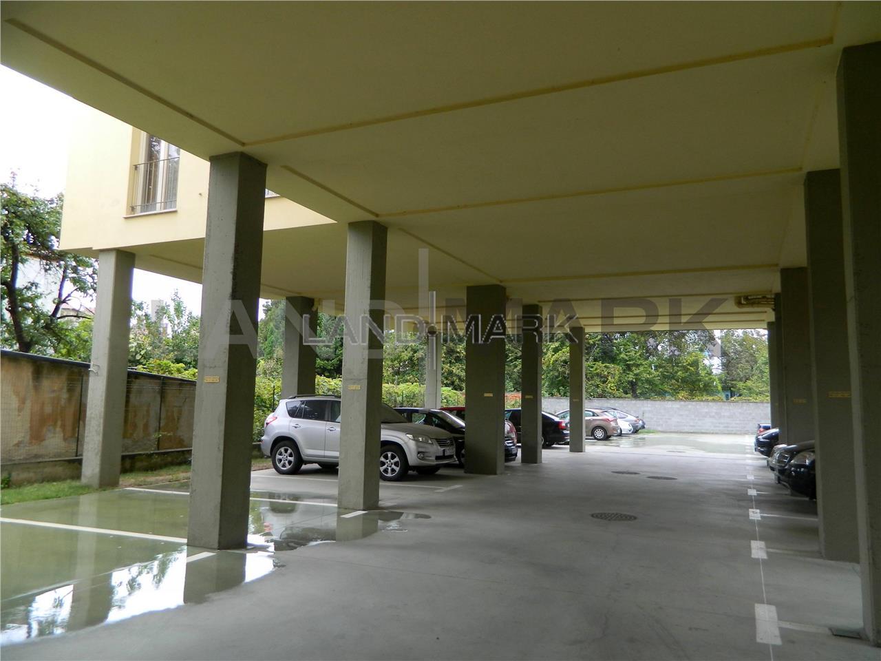 Spatiu birouri, cladire noua central, parcare privata.