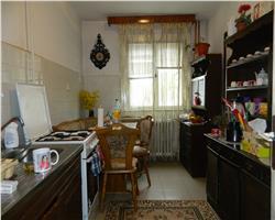 Apartament  in zona Favorit, etaj intermediar, Semidecomandat