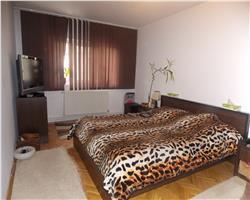 Apartament+Garaj in zona Aradului Vest, etaj 3, Centrala proprie