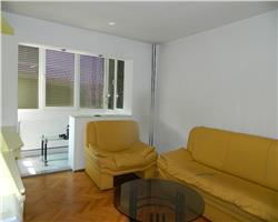Apartament Complexul Studentesc, decomandat, etaj 3
